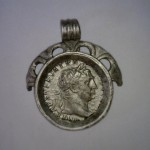 Srebrni medaljon s Trajanovim (98.-117.) novcem iz groba 59 (Large)
